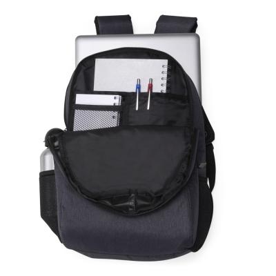 Mochila poliéster com compartimento para notebook. Possui um compartimento superior